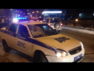 В Кирове автомобиль ДПС на люстрах сбил пешехода вне ПП.