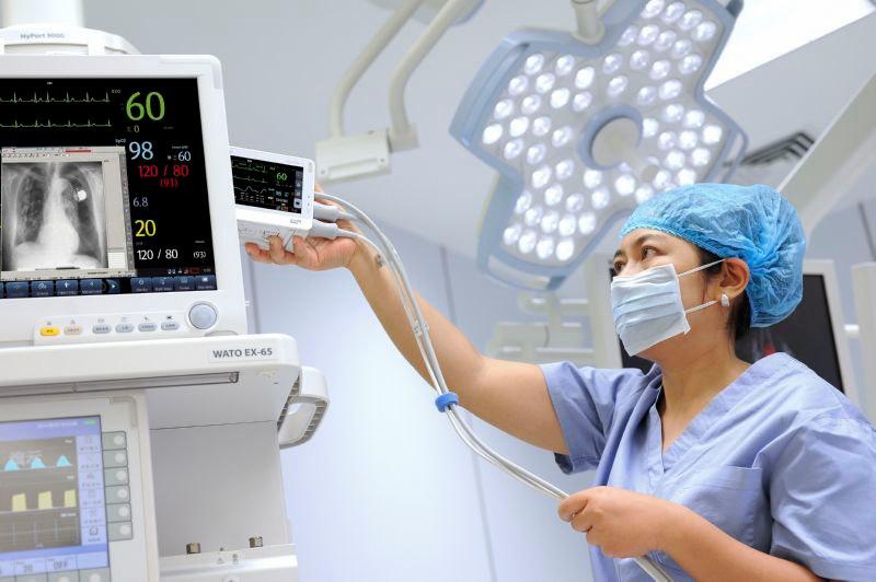 монитор пациента прикроватный