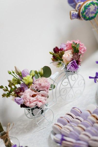 Композиция на сладкий стол. Декор и флористика: Friday Flowers; Фотограф: Дмитрий Никитин (nikitindmitry.com)