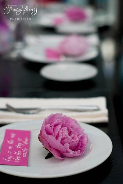 Оформление тарелок. Декор и флористика: Friday Flowers; Каллиграфия: Татьяна Дементьева