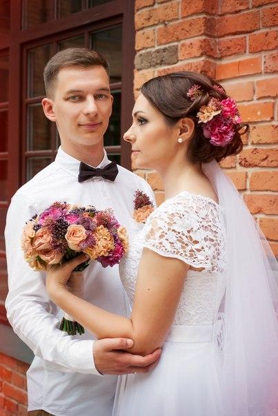 Букет невесты Алёны и живые цветы в причёску. Фотограф: Анна Миляева