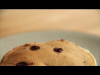 К завтраку: как приготовить шоколадно-банановый панкейк?