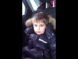 восьми летний мальчик живёт по воровски  достоин уважения!