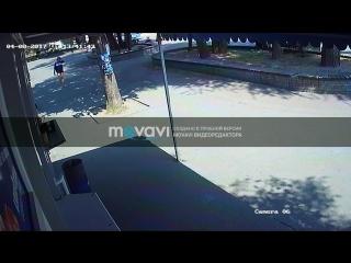 В Запорожье на Маяковского 3 бандита украли детскую машинку веломобиль