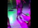 Ксения Бородина наблюдает, как  Маруся и Омар танцуют на местной дискотеке