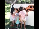 Ксения Бородина со своими дочками Марусей и Теоной гуляют в Дискавери парке