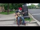 уличный музыкант!!ОЧЕНЬ КРУТО ИГРАЕТ НА БАС ГИТАРЕ!!ПИТЕР!!!