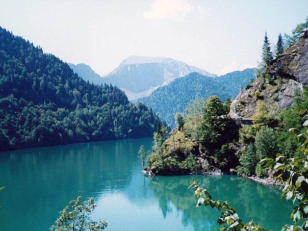 Горное озеро Рица - жемчужина Абхазии