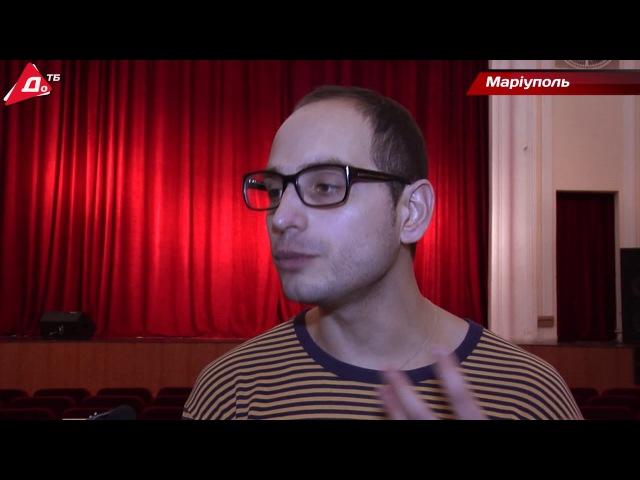 У Маріуполі показали експериментальну виставу про життя Володимира Висоцького ...