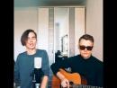 Парень классно поет популярную песню ♫ Классная игра на гитаре