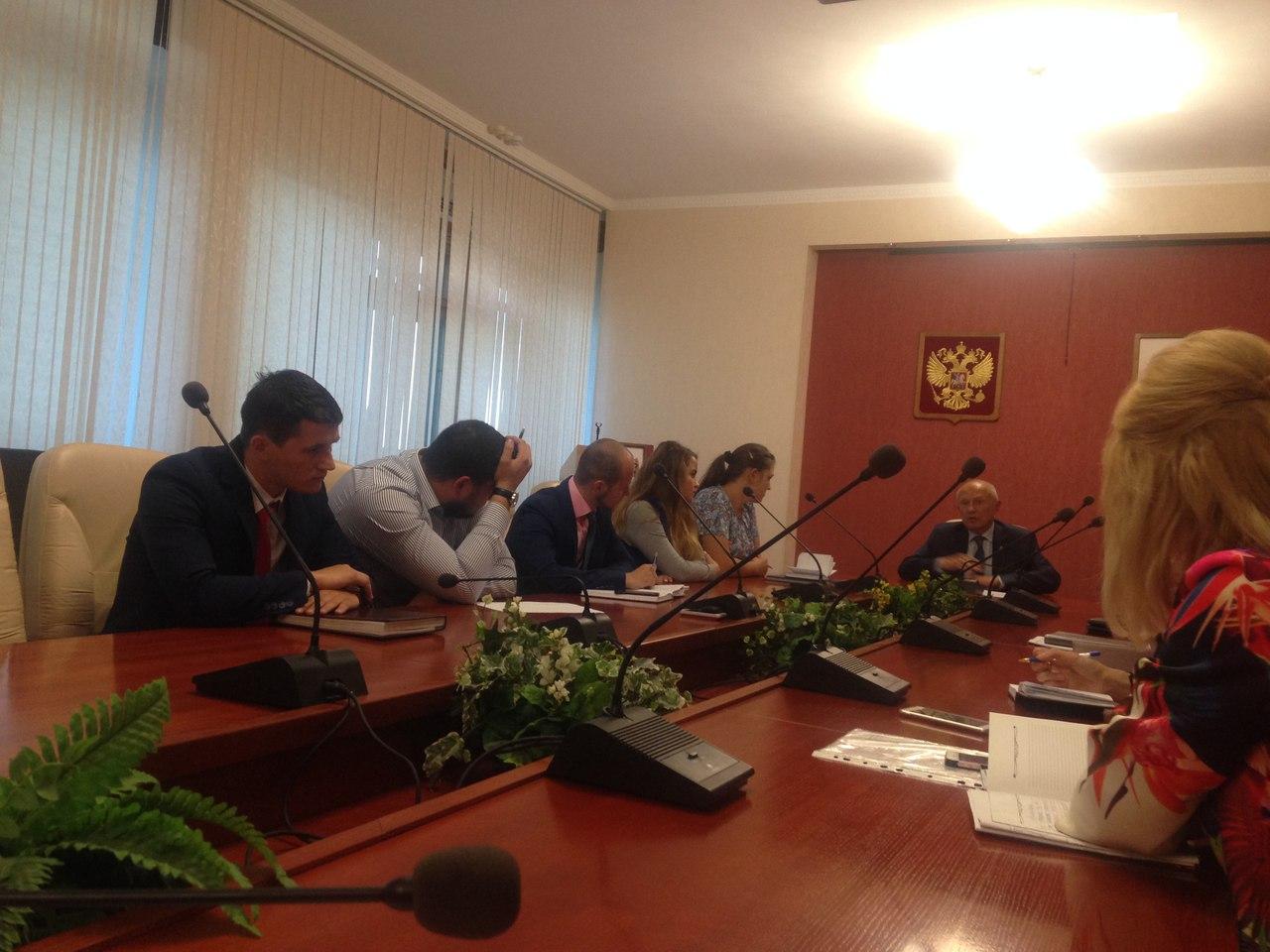 Председатель Законодательного Собрания Виктор Бабурин встретился с членами Совета молодежного парламента.