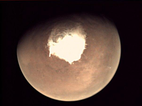 Первый снимок, полученный зондом ЭкзоМарс на орбите Марса в 2016 году