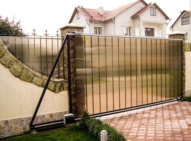 Забор из поликарбоната. Технология строительства забора своими руками