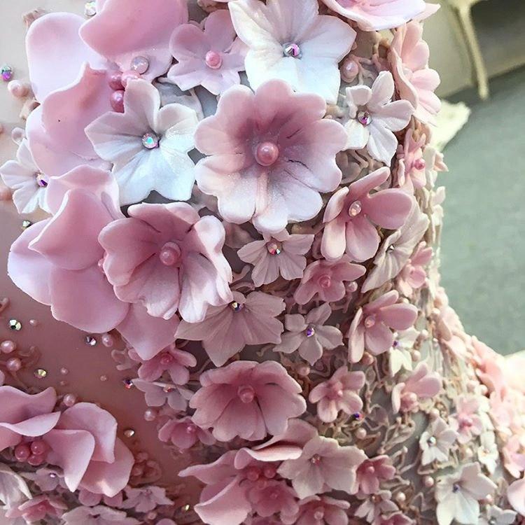 Свадебный торт в виде свадебного платья (10 фото). Ведущий на торжество в Волгограде, организатор событий, торжеств. Павел Июльский. +7(937)-727-25-75 и +7(937)-555-20-20