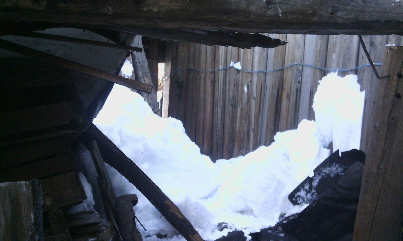 В Кунгуре из-за снега обрушилась крыша дома пенсионерки