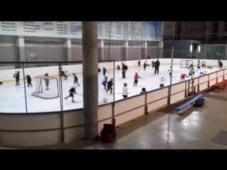 Маленькие мужчины на льду