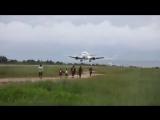 14 июля.....сели в лужу..))))...B737,посадка на очень влажную взлетно-посадочную полосу в одном из аэропортов Jakarta