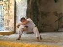 Queda de quatro, Capoeira technique from the Akban-wiki