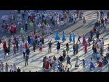 Вцентре Петербурга более трех тысяч человек приняли участие в«Хороводе мира»...