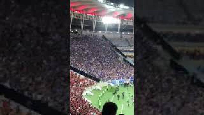 Torcida do Cruzeiro canta ' nós somos loucos ' e cala Maracanã