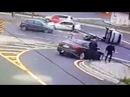 Tai nạn Hy hữu - Biker lái môtô tông lật xe hơi 7 chỗ