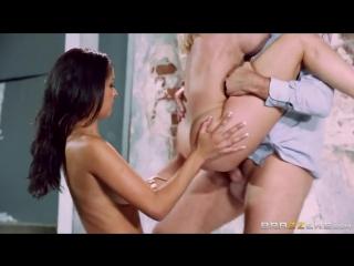 По очереди трахает красивых девушек. Abbey Lee Brazil, Brandi Love, Порно, Секс, Большие Дойки, Минет, Браззерс, Brazzers.