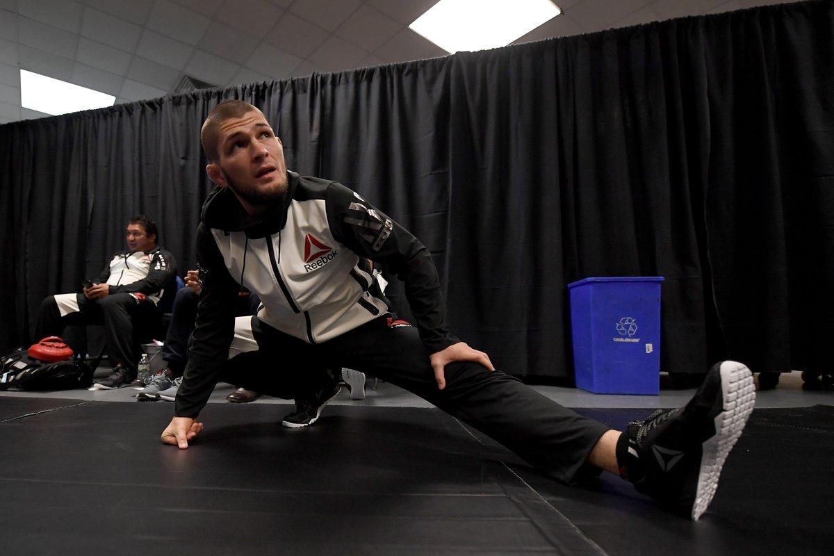 Хабиб Нурмагомедов готовится к выходу в октагон на UFC 205