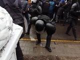 Брутальный разгон и хапун в центре Минска ОМОН против людей