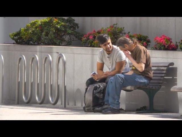 Невероятный поступок бездомного. Социальный эксперимент. Русская озвучка