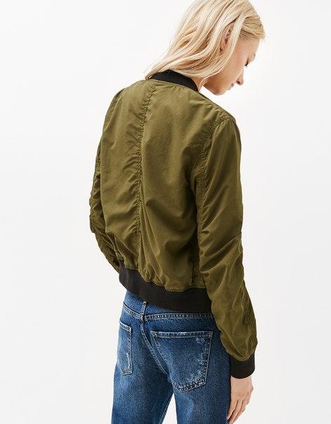 Куртка-бомбер из мягкой ткани