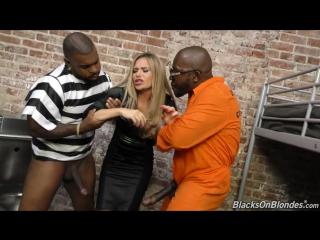 2 нигера зека жестко ебут зрелую мамамшу в камере subil arch порно межрасовое со зрелыми женщинами interracial milf мамку жестко