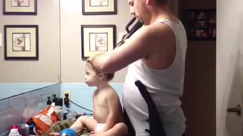 Отец сделал дочке хвостик
