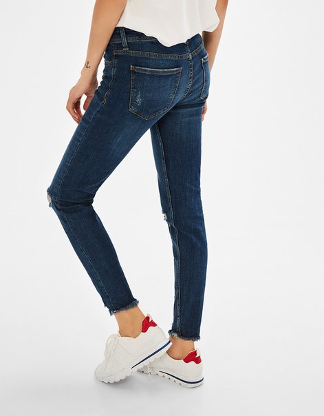 Укороченные джинсы с низкой посадкой
