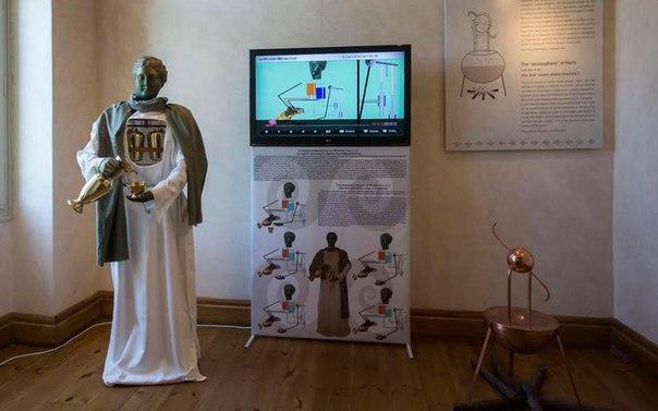Реконструированный робот-слуга древнегреческого инженера Филона Византийского. 2-я половина III века до н. э.