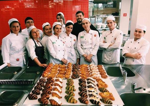 У наших студентов курса Culinary Arts начался блок Кондитерского искус