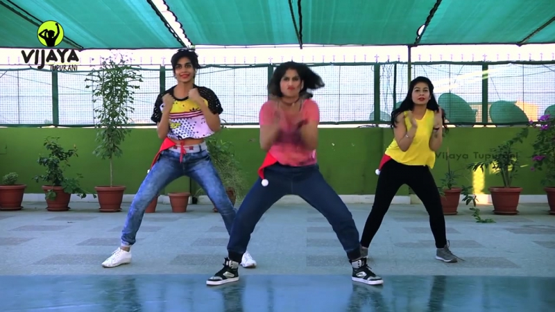 The Humma Song - OK Jaanu Movie - Zumba Dance on The Humma Song - Choreographed by Vijaya Tupurani