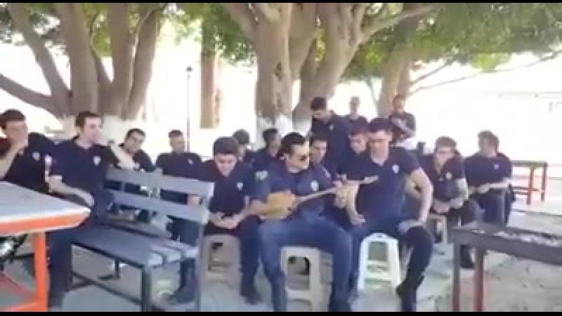 Нетипичный Qırım - Турецкие полицейские поют Dombira
