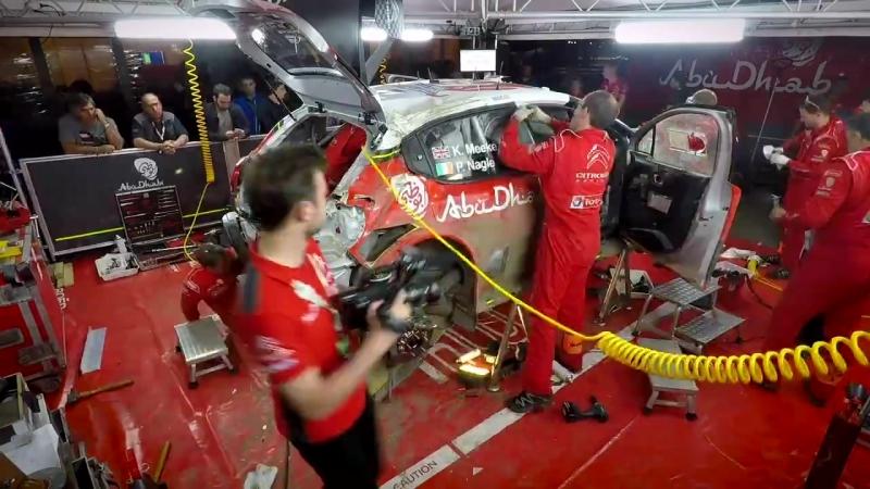 Механики восстанавливают Citroen C3 Криса Мика, разбитый по ходу Ралли Аргентина