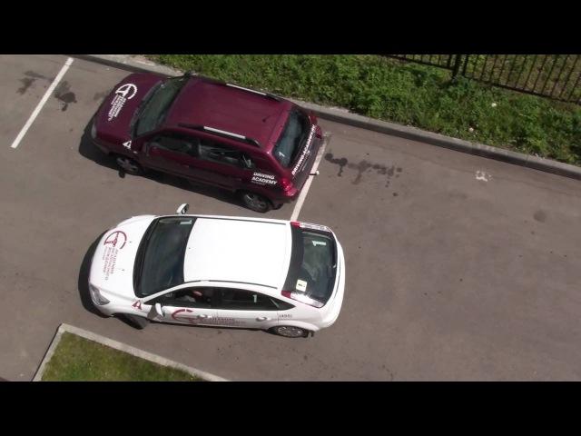 Парковка задним ходом вдоль бордюра