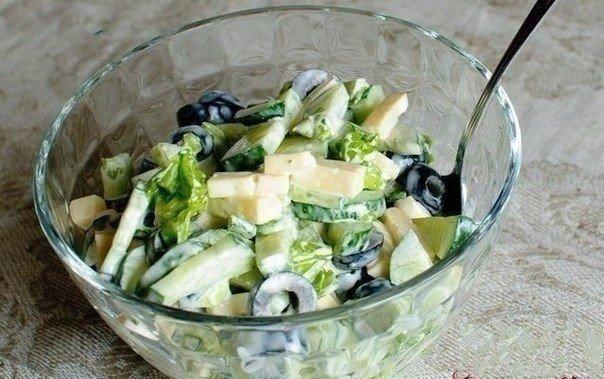 Огуречный салат с маслинами и сыром Ингредиенты: ● 2