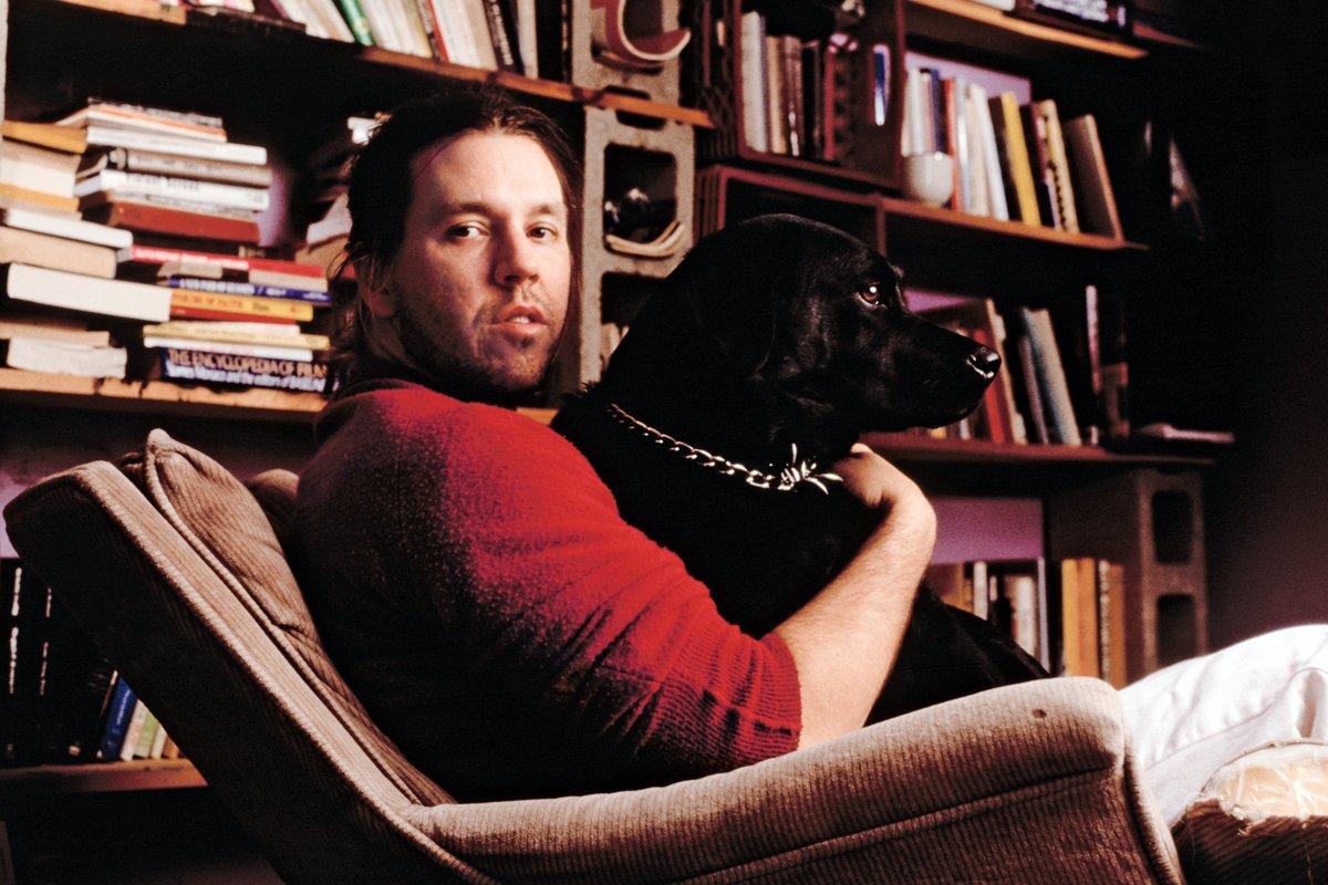 Дэвид Фостер Уоллес с собакой