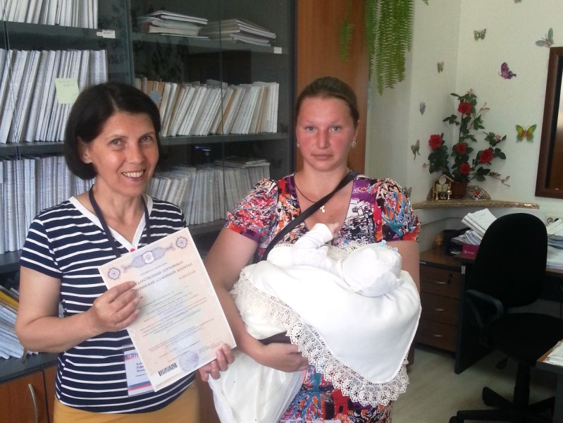 Молодым мамам вручили сертификаты на материнский капитал в Зеленчукском районе