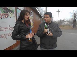я с Оляй пью пиво возле Петровского магазина