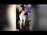 Сексуальную, русскую мамочку жестко трахает молодой любовник, пока муж на работе