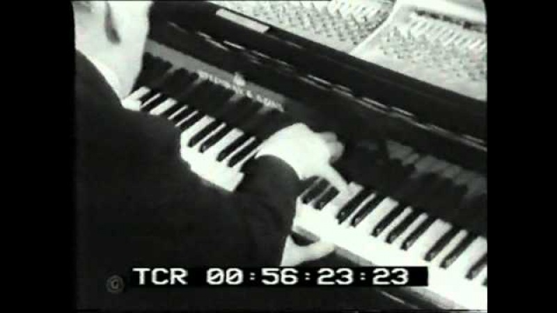 Sviatoslav Richter plays R. Strauss Burlesque in d for Piano and Orchestra (excerpt)