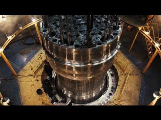 Контрольная сборка реактора: установка блока защитных труб