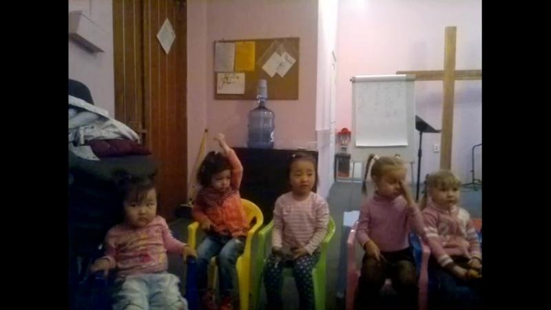 в детском английском клубе:) 2017-05-20-475