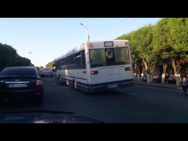 Автобус вез пассажиров в Алматы со спущенными колесами