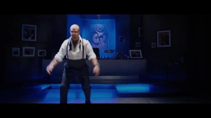 Том Круз танцует в роли Леса Гроссмана под Лудакриса