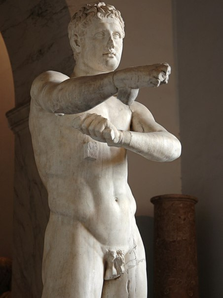 Апоксиомен. Деталь.<br>Мрамор. Римская копия I в. н. э. с бронзового оригинала Лисиппа ок. 320 г. до н. э.<br>Рим, Ватиканские музеи, Музей Пия—Климента, Кабинет Апоксиомена, 42.